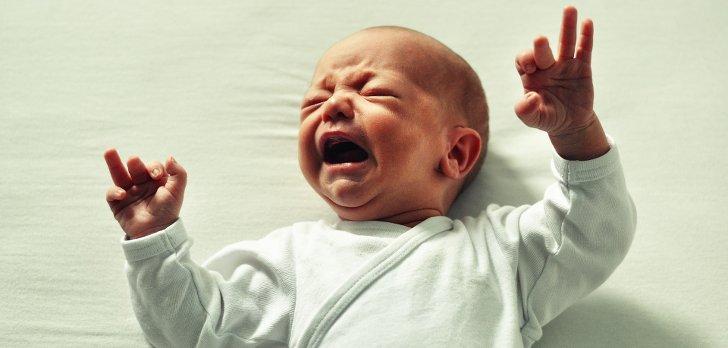 schreiendes baby, welches nicht einschlafen moechte